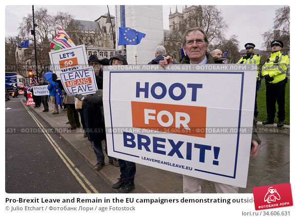 Pro-Brexit Leave and Remain in the EU campaigners demonstrating outside... (2019 год). Редакционное фото, фотограф Julio Etchart / age Fotostock / Фотобанк Лори
