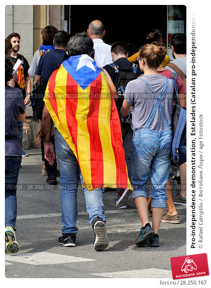 Купить «Pro-independence demonstration, Estelades (Catalan pro-independence flags). September 2017. Barcelona, Catalonia, Spain.», фото № 28250167, снято 21 сентября 2017 г. (c) age Fotostock / Фотобанк Лори