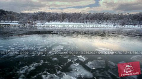 Купить «Прогулка по зимней замерзшей реке», видеоролик № 3756919, снято 23 сентября 2011 г. (c) Losevsky Pavel / Фотобанк Лори