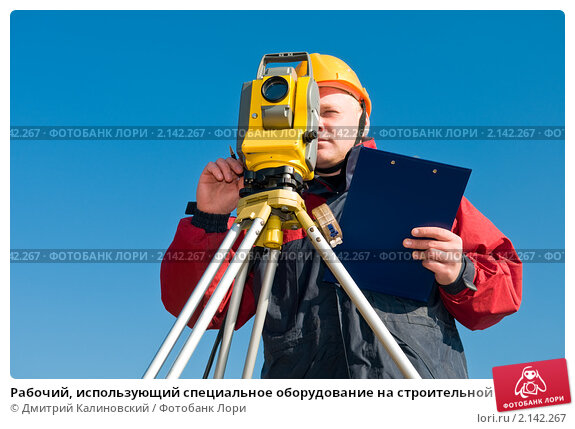 Рабочий, использующий специальное оборудование на строительной площадке, фото № 2142267, снято 6 октября 2010 г. (c) Дмитрий Калиновский / Фотобанк Лори