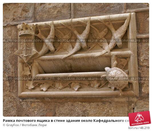 Рамка почтового ящика в стене здания около Кафедрального собора в Барселоне, фото № 48219, снято 25 мая 2007 г. (c) GrayFox / Фотобанк Лори