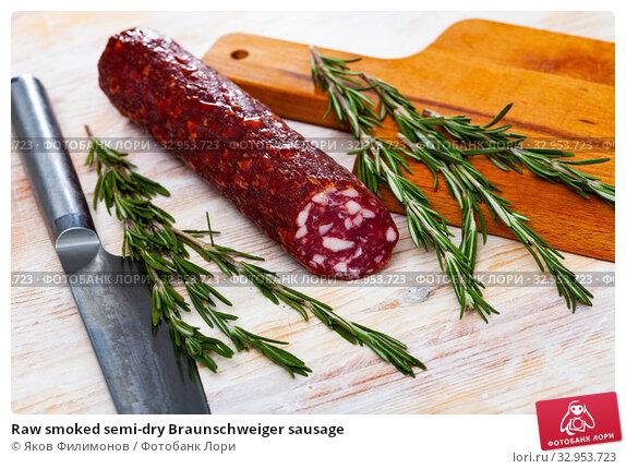 Raw smoked semi-dry Braunschweiger sausage. Стоковое фото, фотограф Яков Филимонов / Фотобанк Лори