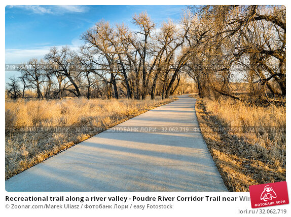 Recreational trail along a river valley - Poudre River Corridor Trail near Winsor, Colorado. Стоковое фото, фотограф Zoonar.com/Marek Uliasz / easy Fotostock / Фотобанк Лори