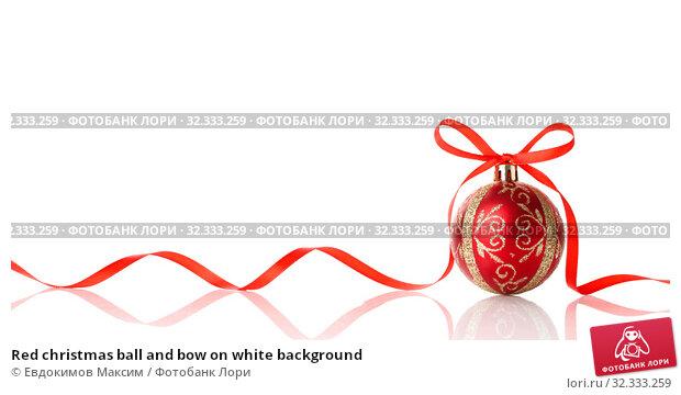 Купить «Red christmas ball and bow on white background», фото № 32333259, снято 24 сентября 2019 г. (c) Евдокимов Максим / Фотобанк Лори
