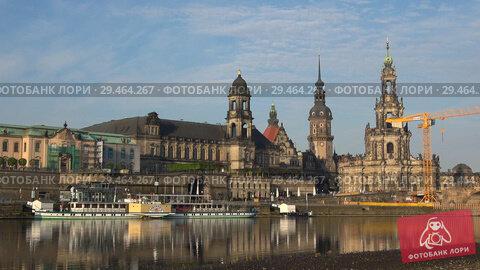 Купить «Река Эльба и исторический центр Дрездена апрельским утром. Германия», видеоролик № 29464267, снято 29 апреля 2018 г. (c) Виктор Карасев / Фотобанк Лори