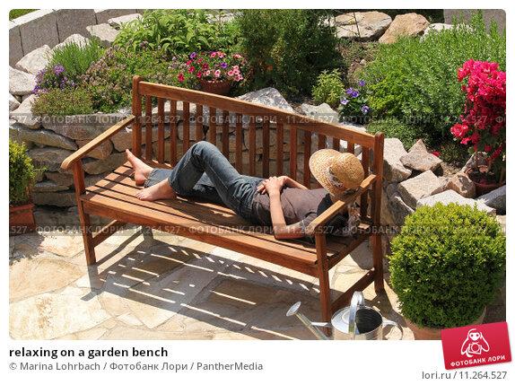 Купить «relaxing on a garden bench», фото № 11264527, снято 25 сентября 2018 г. (c) PantherMedia / Фотобанк Лори