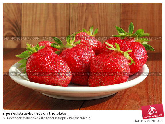 Купить «ripe red strawberries on the plate», фото № 27785843, снято 22 февраля 2018 г. (c) PantherMedia / Фотобанк Лори