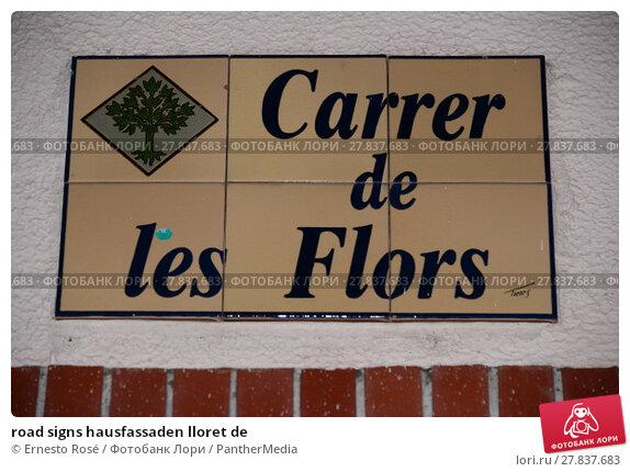 Купить «road signs hausfassaden lloret de», фото № 27837683, снято 21 октября 2018 г. (c) PantherMedia / Фотобанк Лори