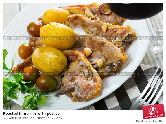 Купить «Roasted lamb ribs with potato», фото № 33360483, снято 27 мая 2020 г. (c) Яков Филимонов / Фотобанк Лори