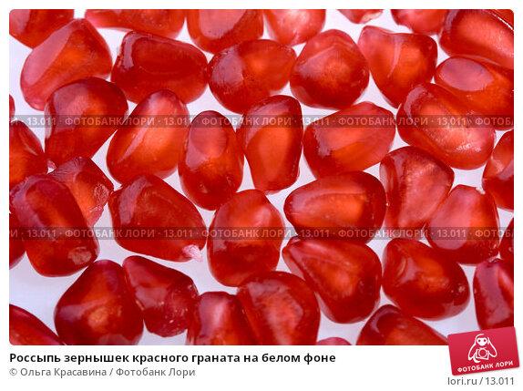 Россыпь зернышек красного граната на белом фоне, фото № 13011, снято 4 ноября 2006 г. (c) Ольга Красавина / Фотобанк Лори