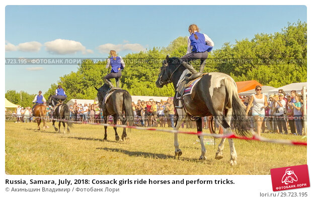 Купить «Russia, Samara, July, 2018: Cossack girls ride horses and perform tricks.», фото № 29723195, снято 29 июля 2018 г. (c) Акиньшин Владимир / Фотобанк Лори