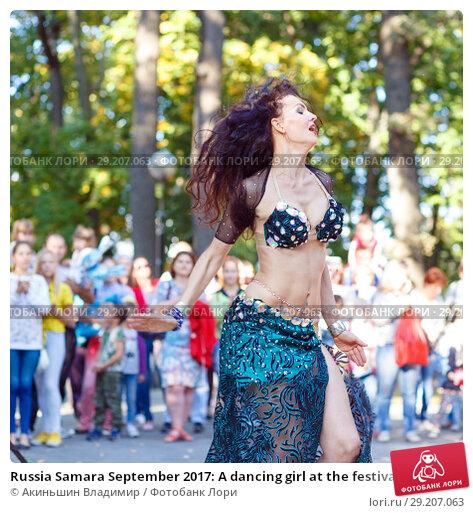 "Купить «Russia Samara September 2017: A dancing girl at the festival ""Dance Fair"" in Gagarin Park», фото № 29207063, снято 17 сентября 2017 г. (c) Акиньшин Владимир / Фотобанк Лори"