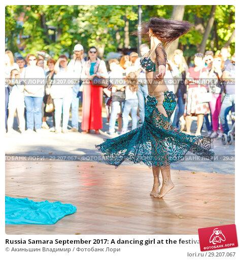 "Купить «Russia Samara September 2017: A dancing girl at the festival ""Dance Fair"" in Gagarin Park», фото № 29207067, снято 17 сентября 2017 г. (c) Акиньшин Владимир / Фотобанк Лори"