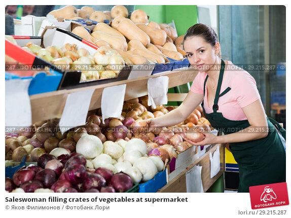 Купить «Saleswoman filling crates of vegetables at supermarket», фото № 29215287, снято 14 октября 2017 г. (c) Яков Филимонов / Фотобанк Лори