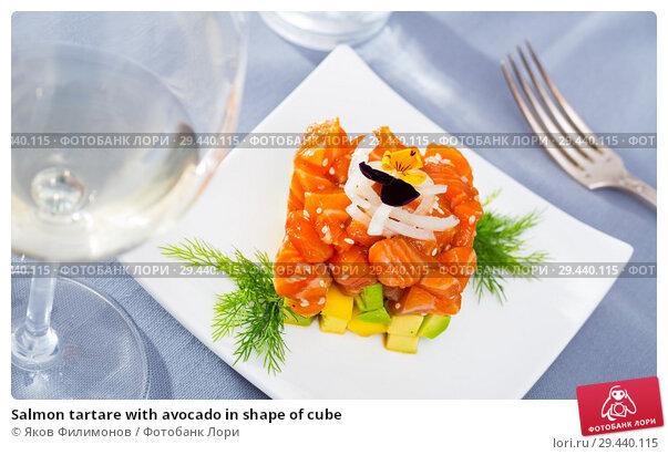 Купить «Salmon tartare with avocado in shape of cube», фото № 29440115, снято 16 февраля 2019 г. (c) Яков Филимонов / Фотобанк Лори