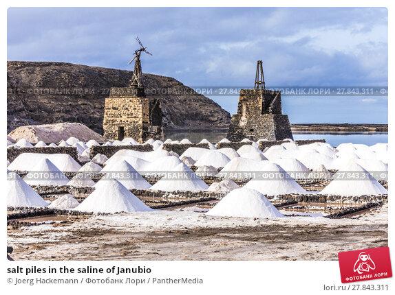 Купить «salt piles in the saline of Janubio», фото № 27843311, снято 24 октября 2018 г. (c) PantherMedia / Фотобанк Лори