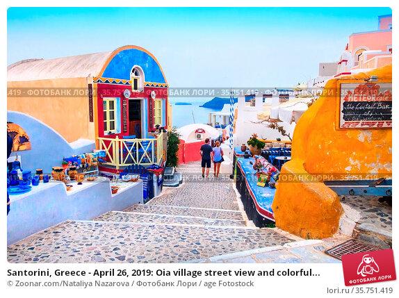 Santorini, Greece - April 26, 2019: Oia village street view and colorful... Стоковое фото, фотограф Zoonar.com/Nataliya Nazarova / age Fotostock / Фотобанк Лори