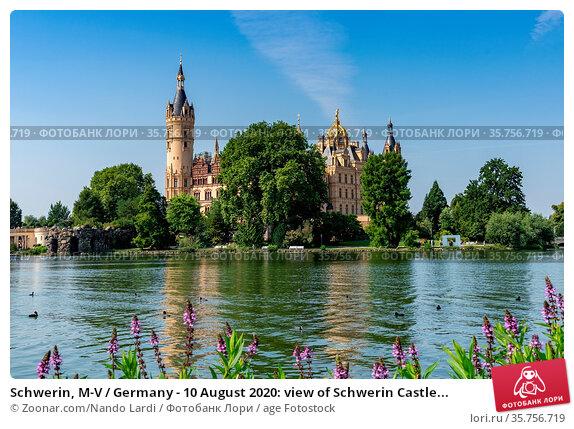 Schwerin, M-V / Germany - 10 August 2020: view of Schwerin Castle... Стоковое фото, фотограф Zoonar.com/Nando Lardi / age Fotostock / Фотобанк Лори