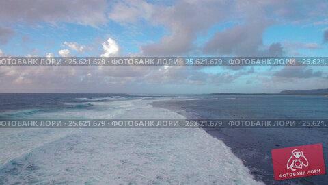 Купить «Seascape with foamy waves of blue Indian Ocean, aerial view», видеоролик № 25621679, снято 4 ноября 2016 г. (c) Данил Руденко / Фотобанк Лори
