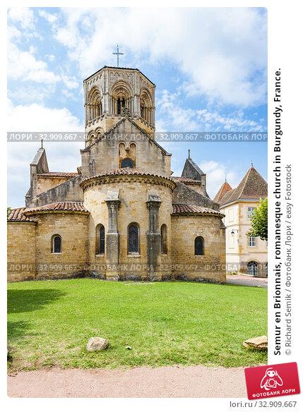 Semur en Brionnais, romanesque church in Burgundy, France. Стоковое фото, фотограф Richard Semik / easy Fotostock / Фотобанк Лори
