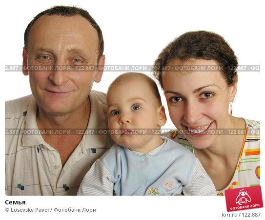 Купить «Семья», фото № 122887, снято 11 ноября 2005 г. (c) Losevsky Pavel / Фотобанк Лори