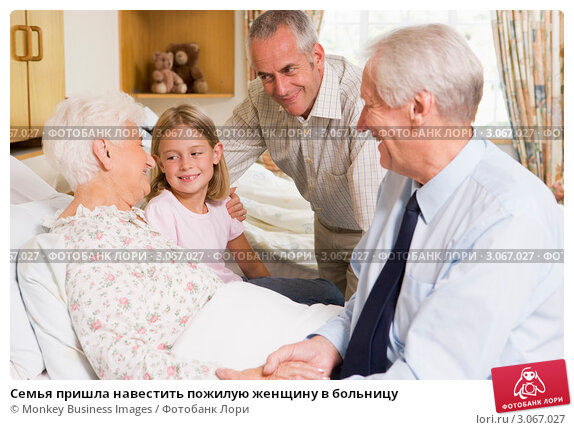 Купить «Семья пришла навестить пожилую женщину в больницу», фото № 3067027, снято 19 января 2007 г. (c) Monkey Business Images / Фотобанк Лори