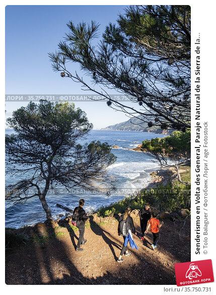 Senderismo en Volta des General, Paraje Natural de la Sierra de la... (2020 год). Редакционное фото, фотограф Tolo Balaguer / age Fotostock / Фотобанк Лори