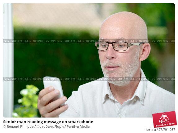 Купить «Senior man reading message on smartphone», фото № 27791087, снято 18 февраля 2018 г. (c) PantherMedia / Фотобанк Лори