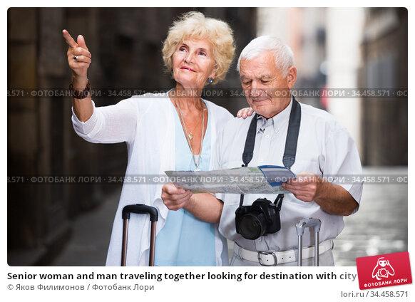 Senior woman and man traveling together looking for destination with city map. Стоковое фото, фотограф Яков Филимонов / Фотобанк Лори