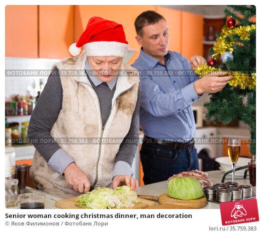 Senior woman cooking christmas dinner, man decoration. Стоковое фото, фотограф Яков Филимонов / Фотобанк Лори