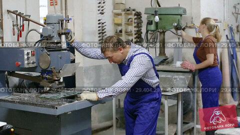 Купить «Serious craftsman working on glass drilling machine in workshop», видеоролик № 29404291, снято 16 октября 2018 г. (c) Яков Филимонов / Фотобанк Лори