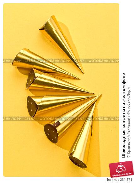 Шоколадные конфеты на желтом фоне, фото № 231571, снято 17 ноября 2005 г. (c) Кравецкий Геннадий / Фотобанк Лори