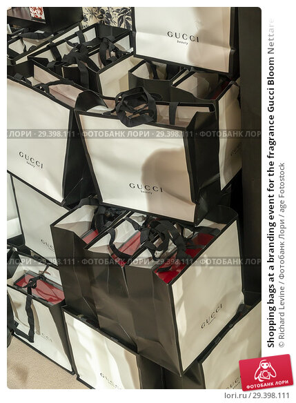 Купить «Shopping bags at a branding event for the fragrance Gucci Bloom Nettare di Fiori attracts visitors at the Oculus at the World Trade Center on Sunday, September...», фото № 29398111, снято 9 сентября 2018 г. (c) age Fotostock / Фотобанк Лори