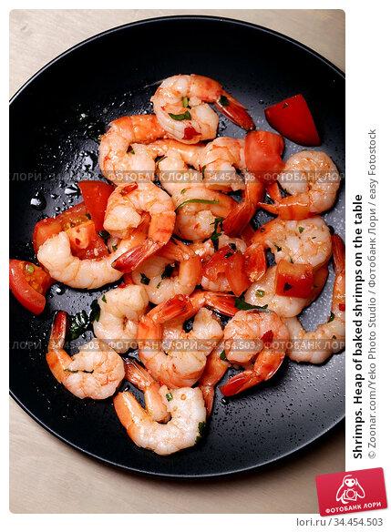 Shrimps. Heap of baked shrimps on the table. Стоковое фото, фотограф Zoonar.com/Yeko Photo Studio / easy Fotostock / Фотобанк Лори