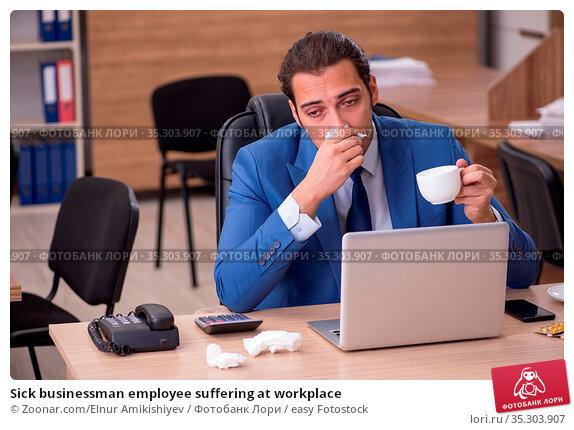 Sick businessman employee suffering at workplace. Стоковое фото, фотограф Zoonar.com/Elnur Amikishiyev / easy Fotostock / Фотобанк Лори