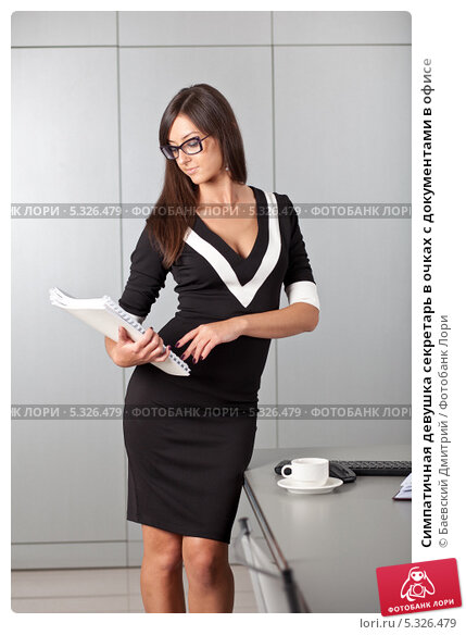 foto-sekretarsha-v-ofise