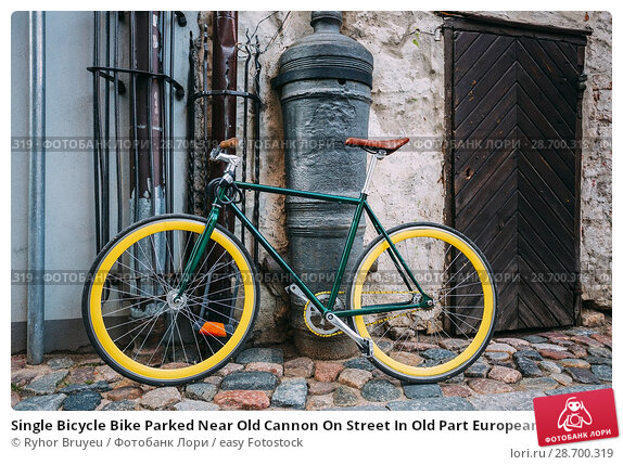 Купить «Single Bicycle Bike Parked Near Old Cannon On Street In Old Part European Town In Summer Evening.», фото № 28700319, снято 1 июля 2016 г. (c) easy Fotostock / Фотобанк Лори