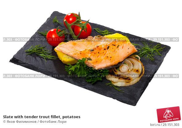 Купить «Slate with tender trout fillet, potatoes», фото № 29151303, снято 22 февраля 2019 г. (c) Яков Филимонов / Фотобанк Лори