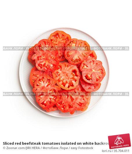 Sliced red beefsteak tomatoes isolated on white backround. Стоковое фото, фотограф Zoonar.com/JIRI HERA / easy Fotostock / Фотобанк Лори