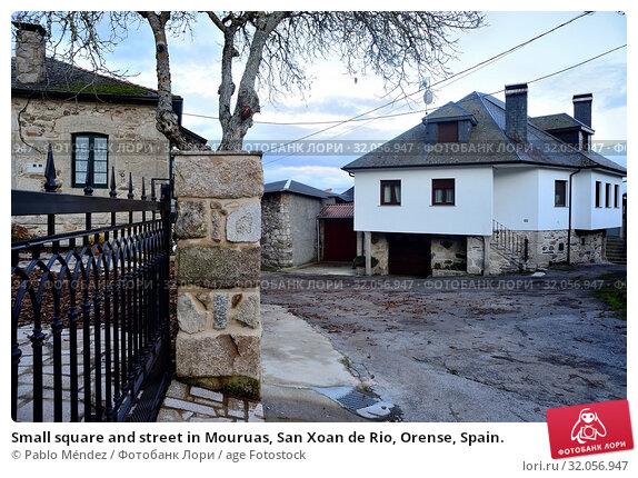Small square and street in Mouruas, San Xoan de Rio, Orense, Spain. Стоковое фото, фотограф Pablo Méndez / age Fotostock / Фотобанк Лори