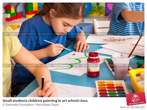 Купить «Small students children painting in art school class.», фото № 28169231, снято 25 марта 2017 г. (c) Gennadiy Poznyakov / Фотобанк Лори