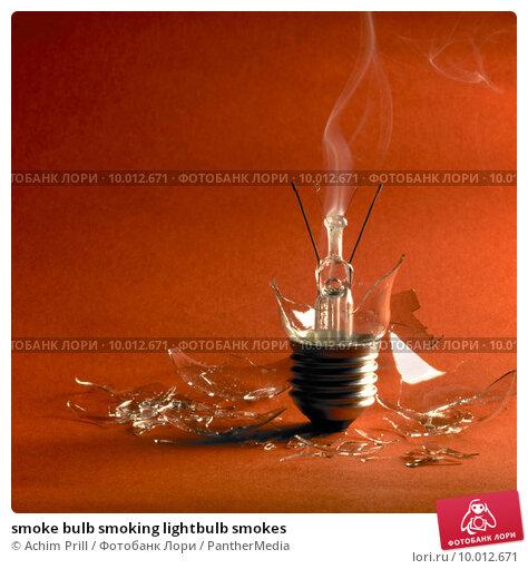 Купить «smoke bulb smoking lightbulb smokes», фото № 10012671, снято 8 июля 2020 г. (c) PantherMedia / Фотобанк Лори