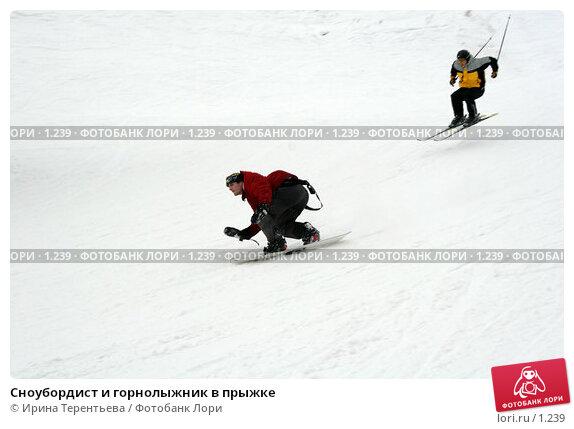 Сноубордист и горнолыжник в прыжке, эксклюзивное фото № 1239, снято 22 февраля 2006 г. (c) Ирина Терентьева / Фотобанк Лори