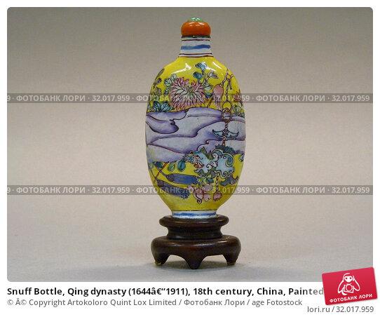 Купить «Snuff Bottle, Qing dynasty (1644–1911), 18th century, China, Painted enamel with coral stopper, H. 2 3/4 in. (7 cm), Snuff Bottles», фото № 32017959, снято 7 мая 2017 г. (c) age Fotostock / Фотобанк Лори