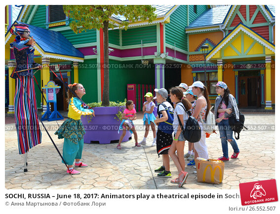SOCHI, RUSSIA – June 18, 2017: Animators play a theatrical episode in Sochi Park, which entered the TOP-25 of the best parks in Europe in 2016, фото № 26552507, снято 18 июня 2017 г. (c) Анна Мартынова / Фотобанк Лори