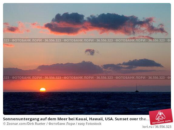 Sonnenuntergang auf dem Meer bei Kauai, Hawaii, USA. Sunset over the... Стоковое фото, фотограф Zoonar.com/Dirk Rueter / easy Fotostock / Фотобанк Лори