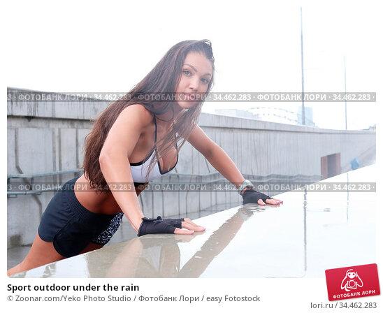 Sport outdoor under the rain. Стоковое фото, фотограф Zoonar.com/Yeko Photo Studio / easy Fotostock / Фотобанк Лори