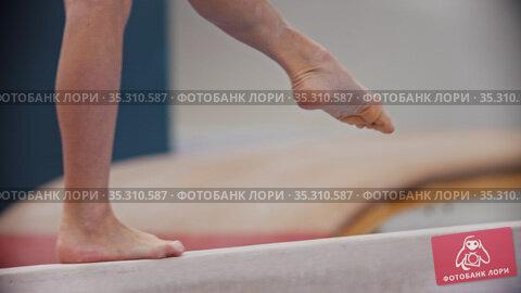 Sports tournament - gymnastics person walking on the bar and balancing. Стоковое видео, видеограф Константин Шишкин / Фотобанк Лори