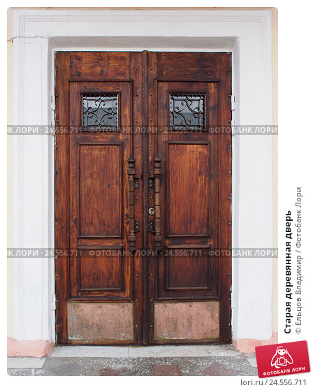 Купить «Старая деревянная дверь», фото № 24556711, снято 1 октября 2016 г. (c) Ельцов Владимир / Фотобанк Лори