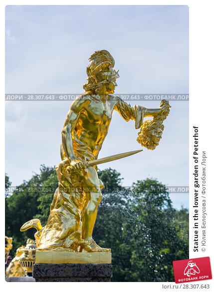 Купить «Statue in the lower garden of Peterhof», фото № 28307643, снято 11 июля 2016 г. (c) Юлия Белоусова / Фотобанк Лори